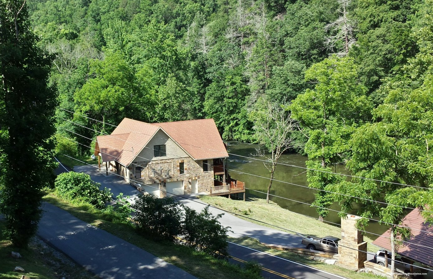 Riverside Lodge Luxury 5 Bedroom Cabin On The River