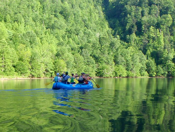 Rafting in gatlinburg smoky mountains for Smoky mountain cabins on the water