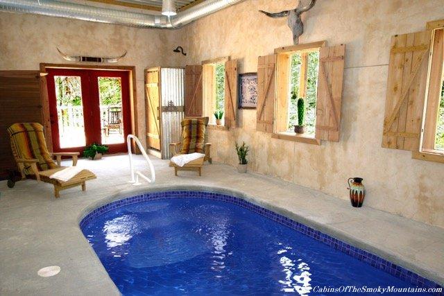 Gatlinburg cabins with indoor swimming pools for Cabin indoor pool