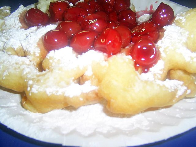 640px-Closeup_on_all_American_cherry_funnel_cake